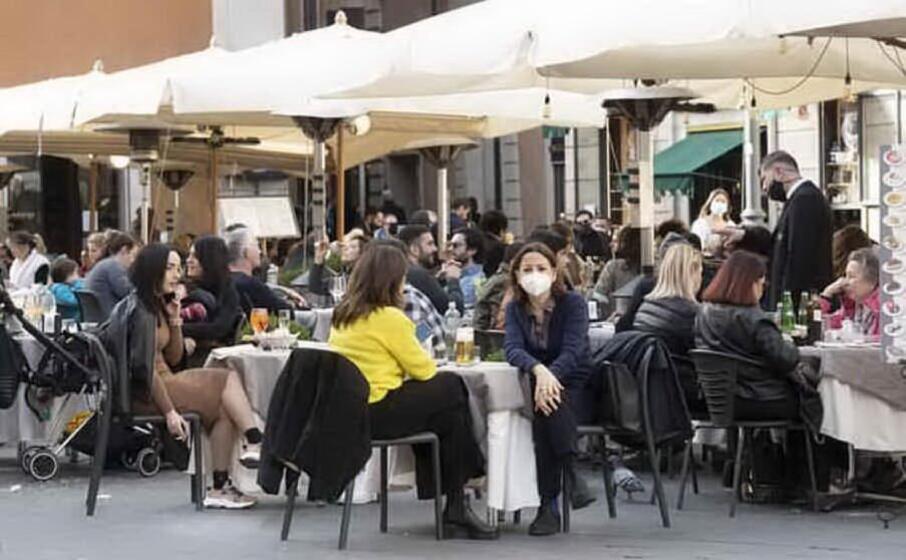 Riaperture maggio: ristoranti, spostamenti tra regioni, palestre e piscine