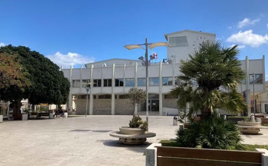 il municipio di porto torres (foto m pala)