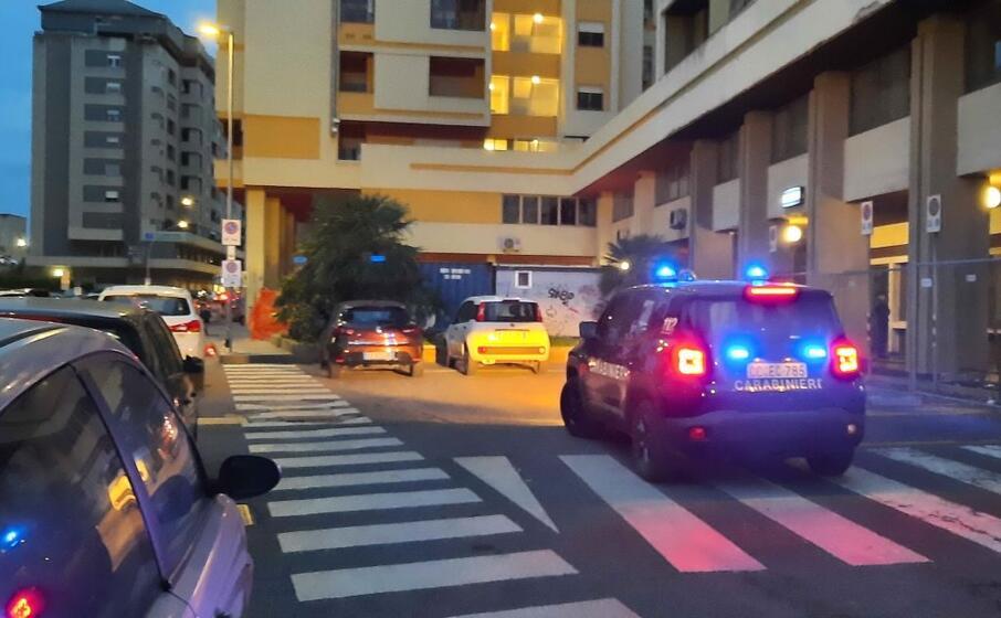 i carabinieri sul luogo della rapina (foto sanna)