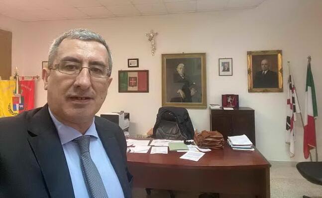 oppus il suo selfie in comune dopo la rielezione a sindaco di mandas