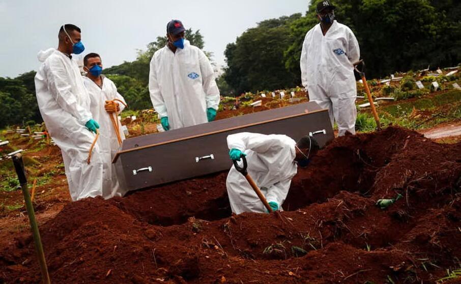 una sepoltura in brasile (ansa)