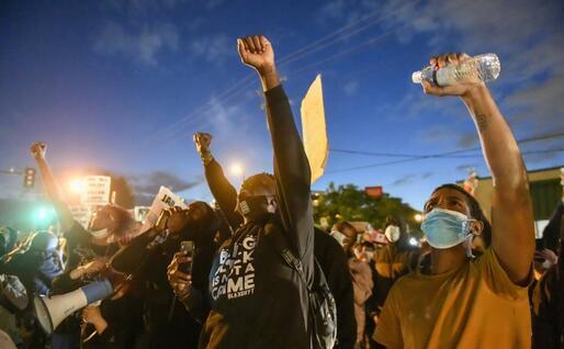 Proteste di piazza dopo l'omicidio di George Floyd (foto Ansa)