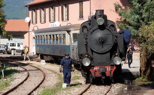 Il Trenino verde in Ogliastra (foto archivio L'Unione Sarda)