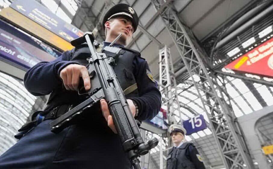 un agente dell europol (archivio l unione sarda)