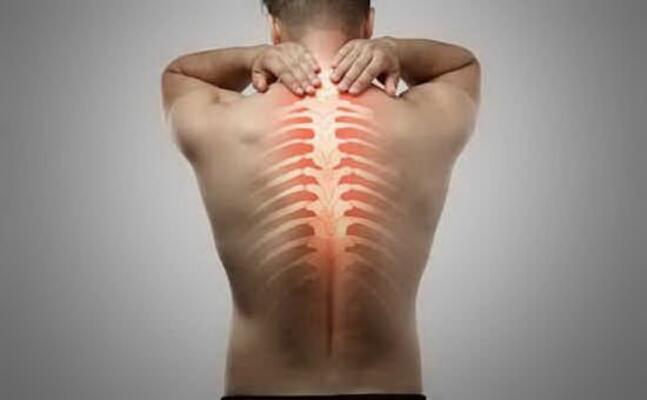 patologie alla schiena (foto simbolo)