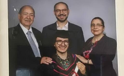 Con i due figli (foto concessa)